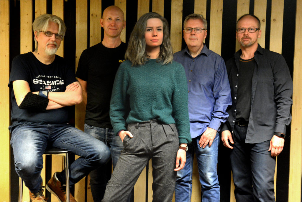 Veracruz: (Fra venstre) Arild Eriksen (gitar), Harald Bach-Gansmo (keyboards), Sofie Almåsvold (vokal/perkusjon), Per Stokkebryn (trommer) og John Arne Paulsen (bass/vokal). Foto: Veracruz